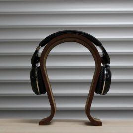 Kopfhörerständer aus Nußbaum-Multiplex-Robinie