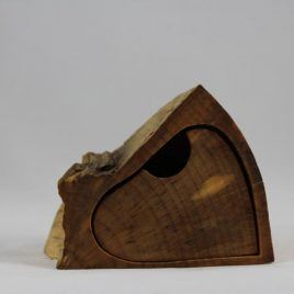Kästchen aus Ahorn mit einem Schub