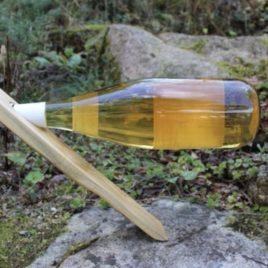 Weinflaschenhalter aus verschiedenen einheimischen Hölzern