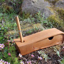 Kästchen aus Birne mit einem Schub und Stiftehalter