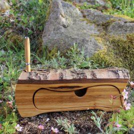 Kästchen aus Kirsch mit einem Schub und Stiftehalter