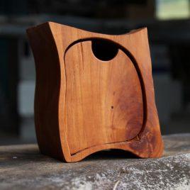 Kästchen mit einem Schub und Geheimfach aus Birne
