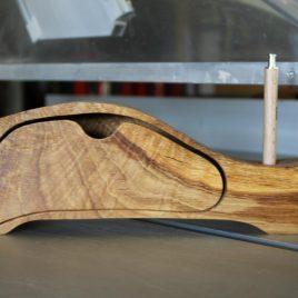 Kästchen aus Eiche mit einem Schub und einer Bohrung (für Stifte, Pinsel u.ä.)