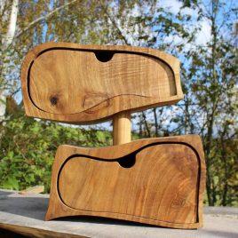 Kästchen aus Nussbaum mit zwei Schüben und einem Geheimfach