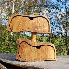 Kästchen aus Nussbaum mit zwei Schüben
