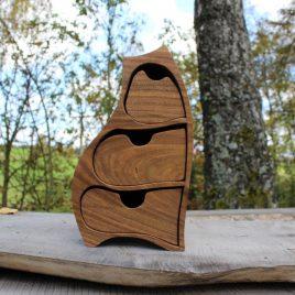 Kästchen aus Nussbaum mit 3 Schüben